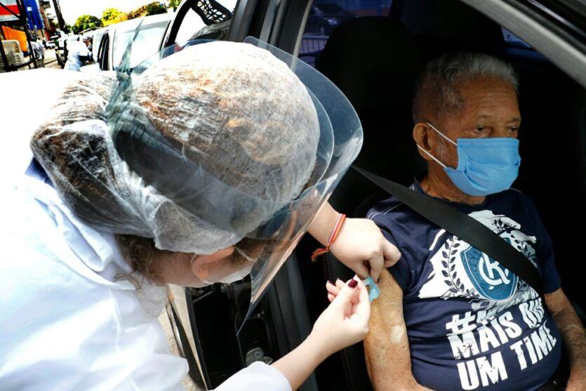 Imagem ilustrativa da notícia: Segunda dose da vacina contra Covid-19 estará disponível de quarta (24) a sexta (26) para idosos de 85 anos