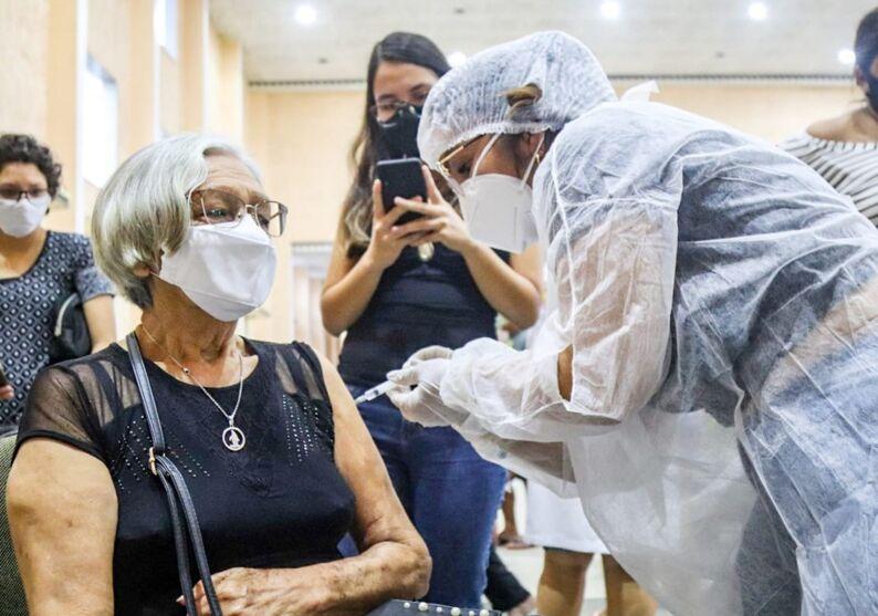 Imagem ilustrativa da notícia: Ananindeua divulga calendário de vacinação para idosos de 66 a 69 anos. Confira os locais de vacinação!
