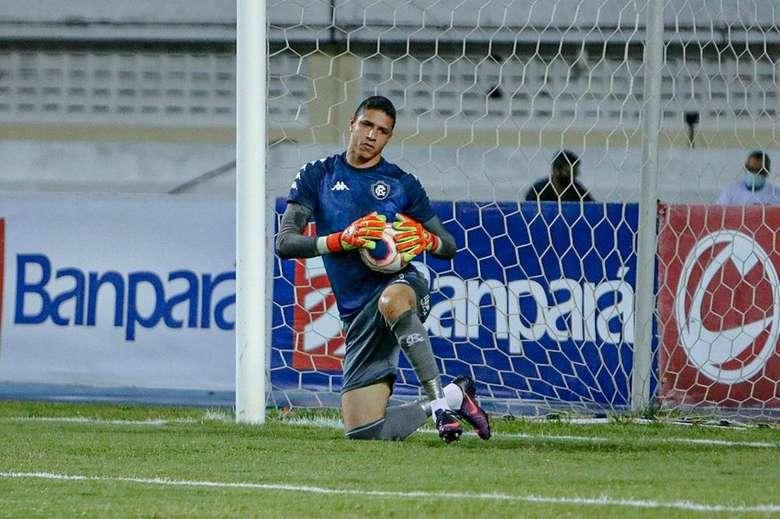 Imagem ilustrativa da notícia: Vinicius testa positivo para a Covid-19 e desfalca o Remo no Parazão e Copa do Brasil