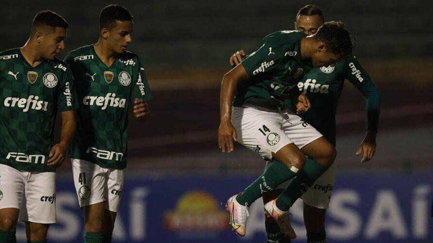 Gustavo Scarpa foi decisivo na vitória do Palmeiras sobre o Santo André.