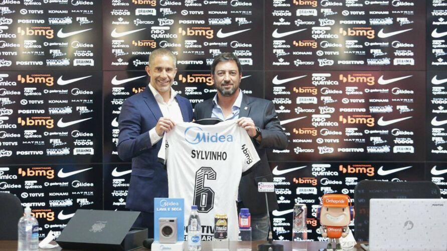 Sylvinho quer estrear com vitória no comando técnico do Timão