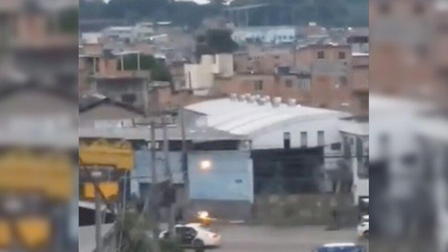 """Imagem ilustrativa da notícia: """"Fantasma"""" se mete em tiroteio na favela do Jacarezinho"""