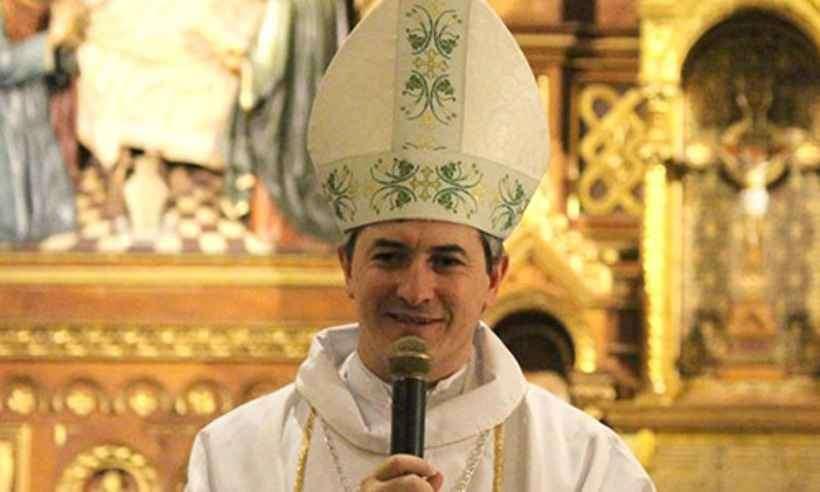 Dom Vicente de Paula Ferreira é doutor em Ciência da Religião pela Universidade Federal de Juiz de Fora (UFJF), com estágio pós-doutoral em Teologia, na Faculdade Jesuíta de Filosofia e Teologia (FAJE).
