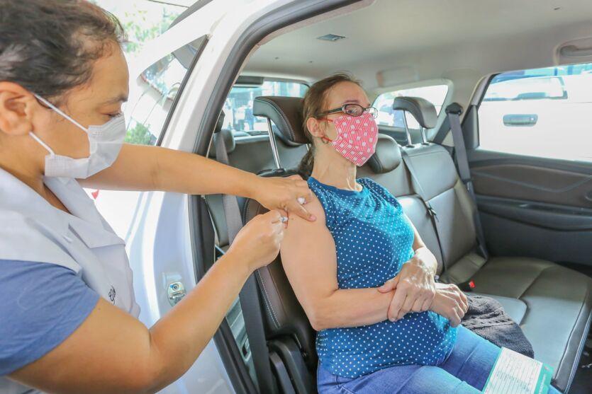 Vacinação traz tranquilidades para as mamães da linha de frente.