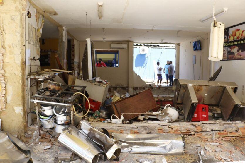Imagem ilustrativa da notícia: Veja fotos após a explosão que destruiu restaurante em Belém