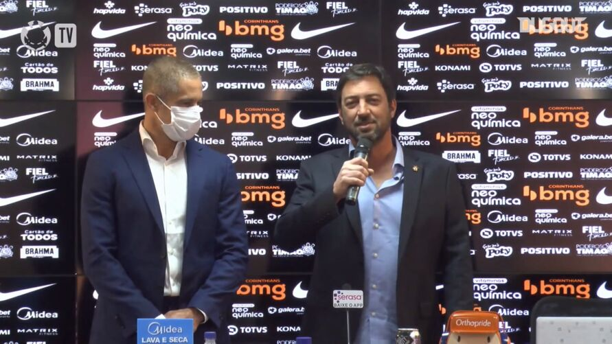 Sylvinho é apresentado como novo técnico do Corinthians.