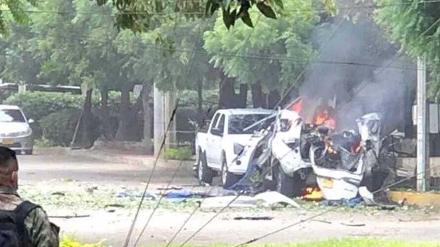 Ataque terrorista contra brigada militar deixou ao menos36 feridos na Colômbia.