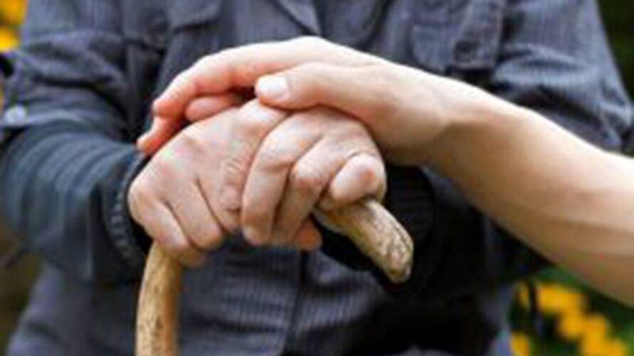 Pesquisa revelou por que pacientes com Parkinson têm dificuldade para ultrapassar obstáculos ao caminhar