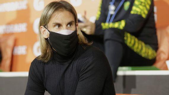 Sebastián Beccacece demonstra preocupração com vários casos de covid dentro do Ginasia.