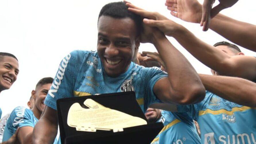 Jogador se despede do clube com maior número de gols de um atleta estrangeiro pelo Santos