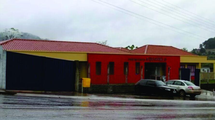 Creche Aquarela, em Saudades (SC), foi alvo de atentado. Três mortes foram confirmadas pela PM