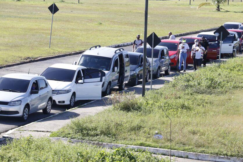 Imagem ilustrativa da notícia: Veja as fotos: preço de gasolina atrai motoristas em Belém