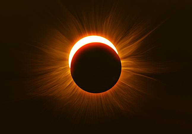 """Eclipse solar chamado de """"anel de fogo"""" no céu"""
