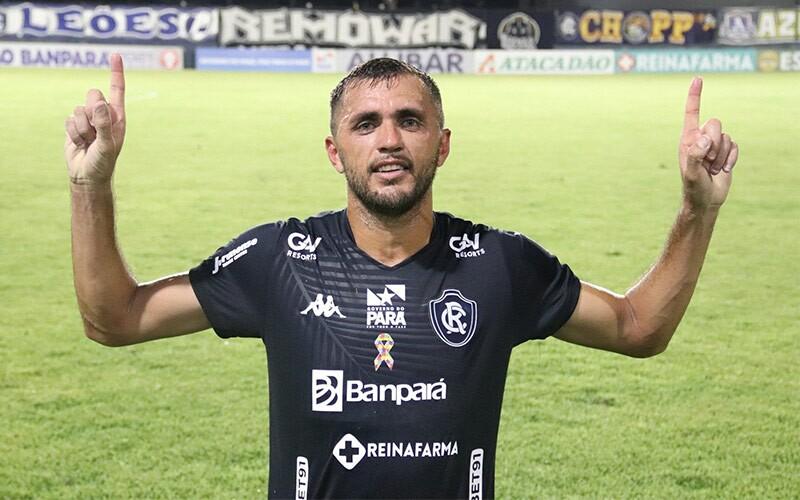 Atacante do Clube do Remo, Edson Carius.