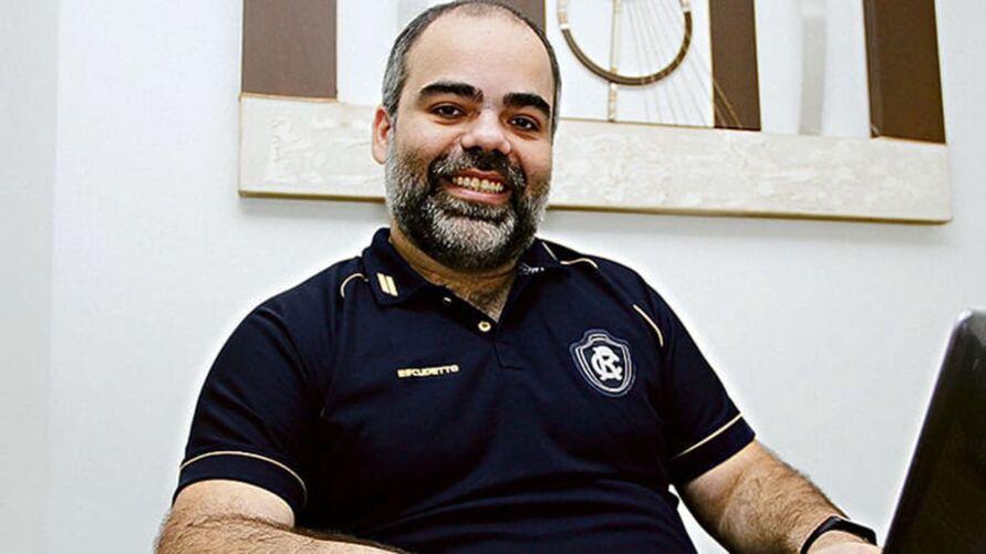 Dirigente espera pela procura dos clubes para analisar e decidir a posição do time azulino.
