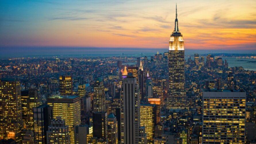 Nova York virou uma vitrine do sucesso da vacinação nos EUA ao comemorar queda de 95% no número de casos por covid-19 e 24 horas sem nenhuma morte causada pelo coronavírus