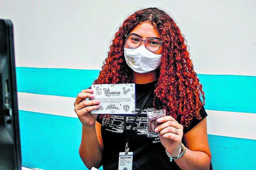 Aos 17 anos, Luciana Gomes trabalha como jovem aprendiz no setor administrativo do Paysandu