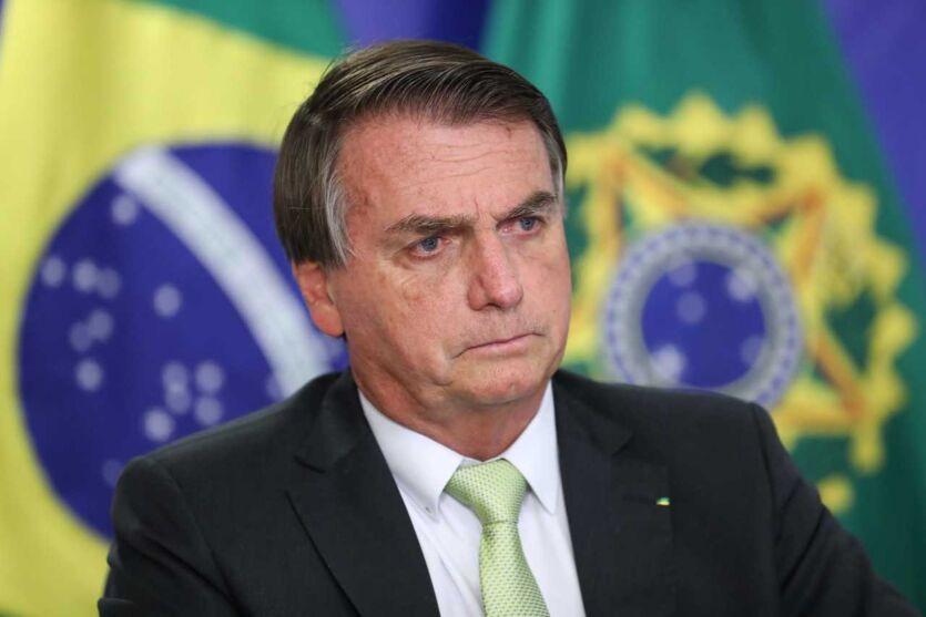 Bolsonaro ameaça editar decreto para garantir 'direito de ir e vir' e avisa: 'não ouse contestar'.