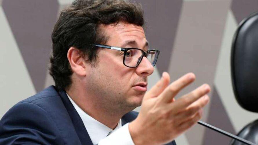À Veja, Fabio Wajngarten disse que abriu as portas do Planalto aos diretores da Pfizer e que a gestão de Pazuello foi incompetente e ineficiente