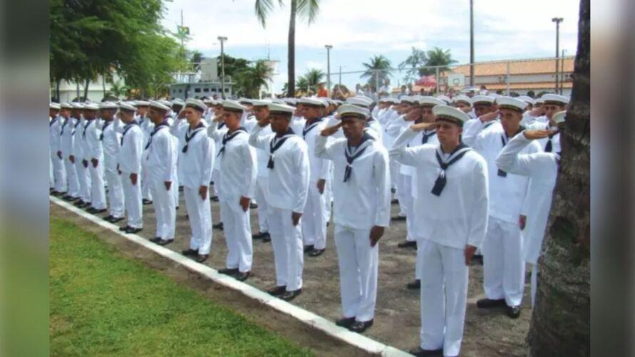 Enquanto estiver no curso, o aluno é considerado Grumete e após a sua formatura torna-se Marinheiro com formação técnica dentro da Marinha