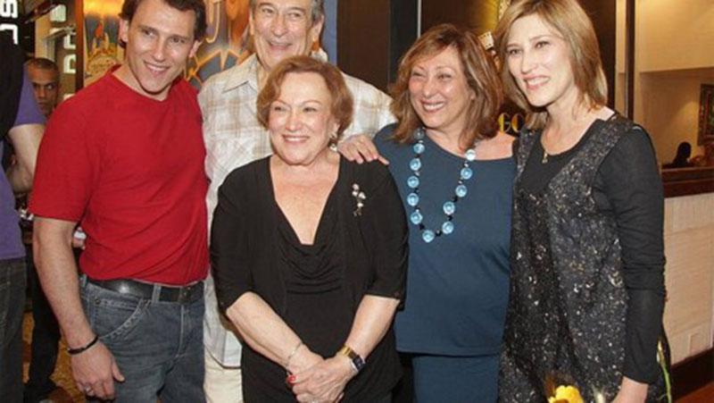 Nicette e Paulo Goulart com os filhos Paulinho, Bárbara e Beth