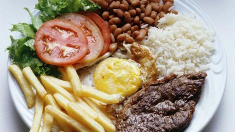 Guedes defendeu que sobras de restaurantes sejam destinadas a mendigos e pessoas fragilizadas