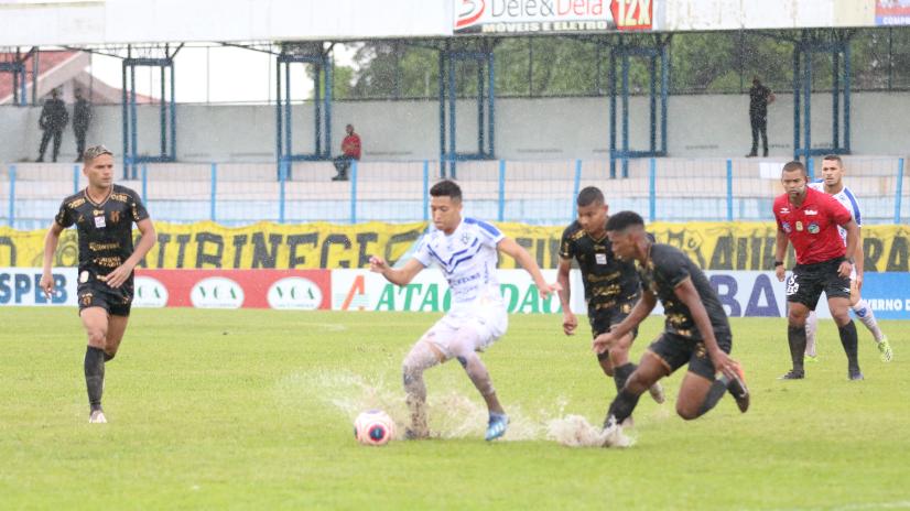 Castanhal e Paysandu ficam no empate em jogo de ida da semi