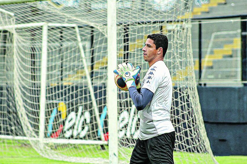 Lamentando derrota, goleiro Vinicius diz que faltou atenção ao Clube do Remo diante do Botafogo.