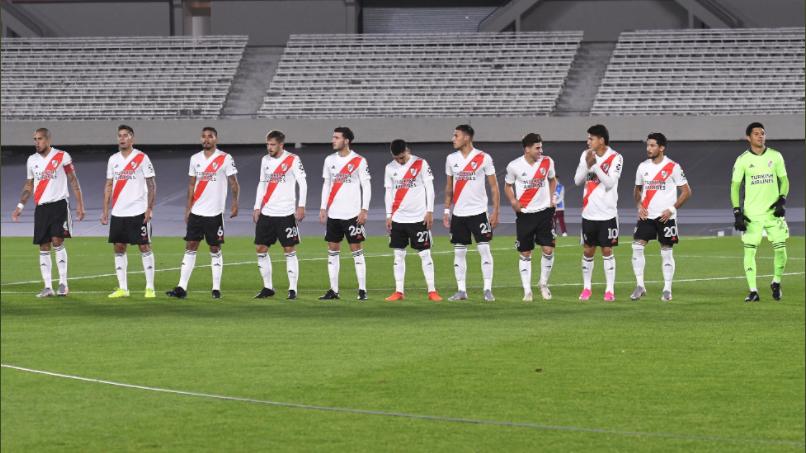 Marcelo Gallardo teve apenas 11 jogadores à disposição, após surto de Covid. Meia Enzo Pérez foi improvisado no gol.