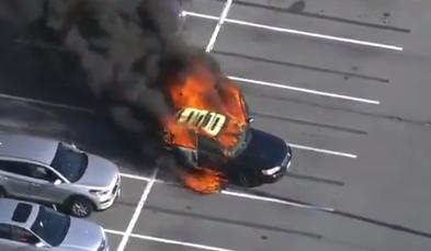 Imagem ilustrativa da notícia: Motorista limpa as mãos com álcool, fuma e carro pega fogo