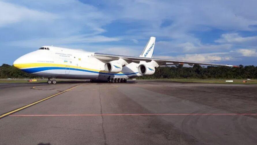 O Antonov 124 é um  dos maiores aviões cargueiros do mundo.