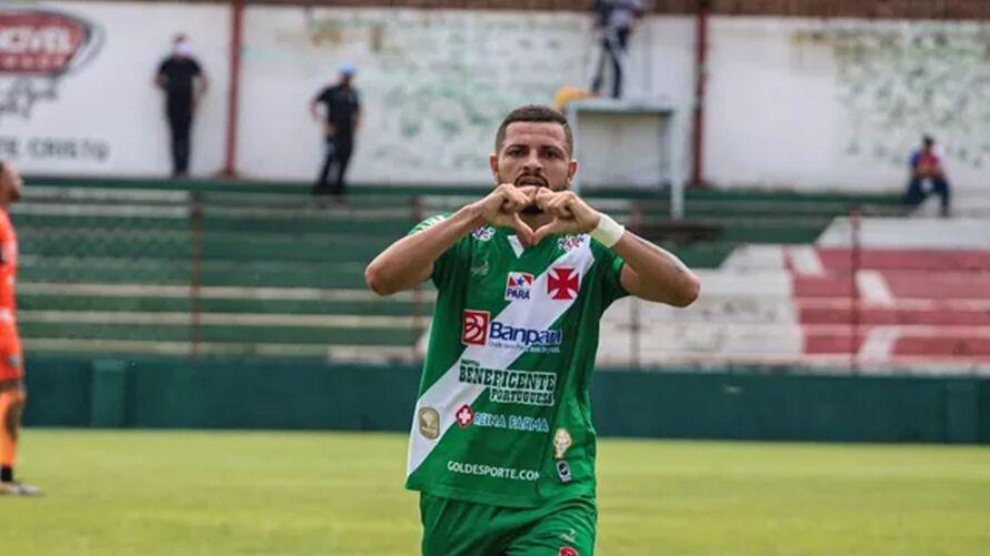 Alexandre pinho marca o segundo gol da Águia do Souza.