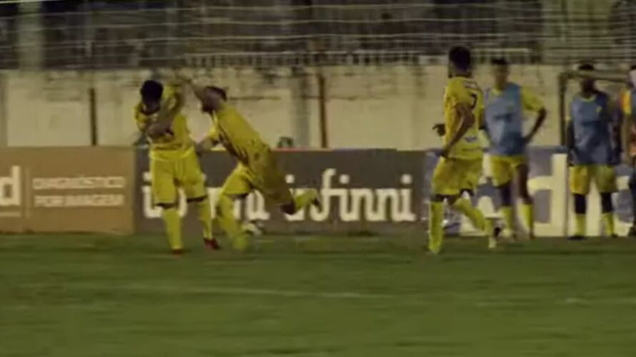 Jogadores trocam agressões no campeonato Alagoano.