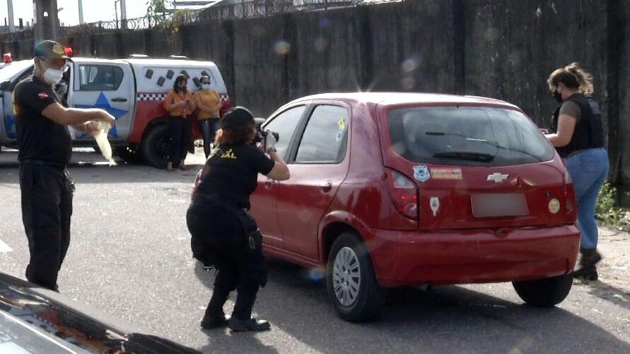 Corpo foi encontrado dentro de um carro no Barreiro