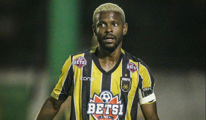 Jogador ficou um nês cumprindo prisão domiciliar no Volta Redonda.