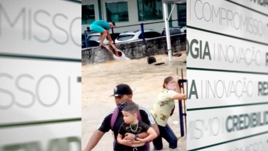Imagem ilustrativa da notícia: Igarapé transborda e causa destruição e pânico em Manaus