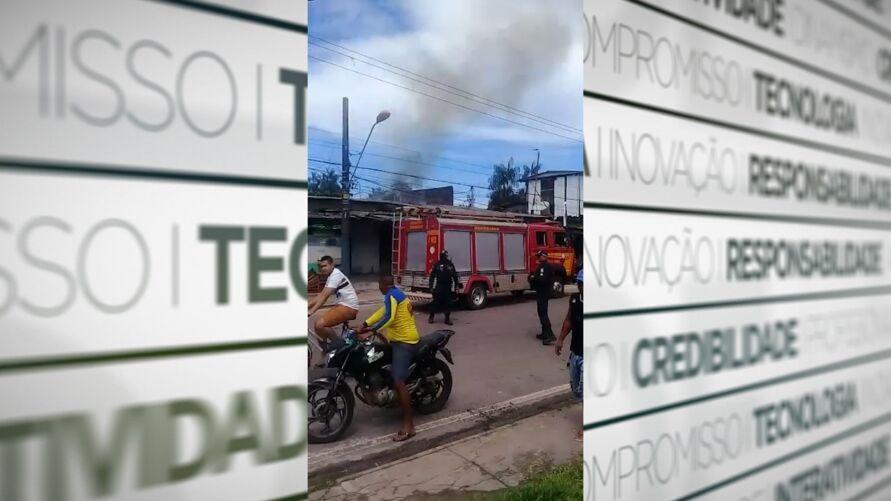Momento em que os Bombeiros chegaram à residência, na rua 2 de Dezembro, em Icoaraci
