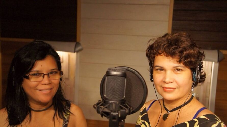 "A dupla Simone e Suzane comandam a live ""Delas"""