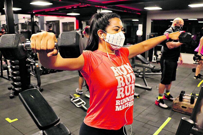 Frequentadores das academias são obrigados a usar máscaras e manter distanciamento