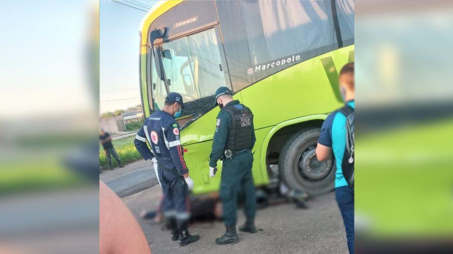 Um militar morreu e outro ficou ferido após a motocicleta em que eles estavam colidir contra um ônibus.