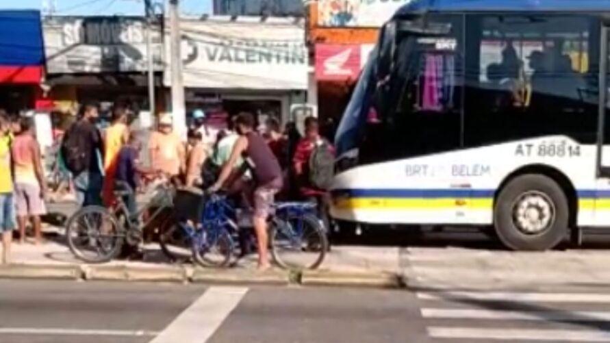 Imagem ilustrativa da notícia: Ciclista é atropelado na via expressa do BRT