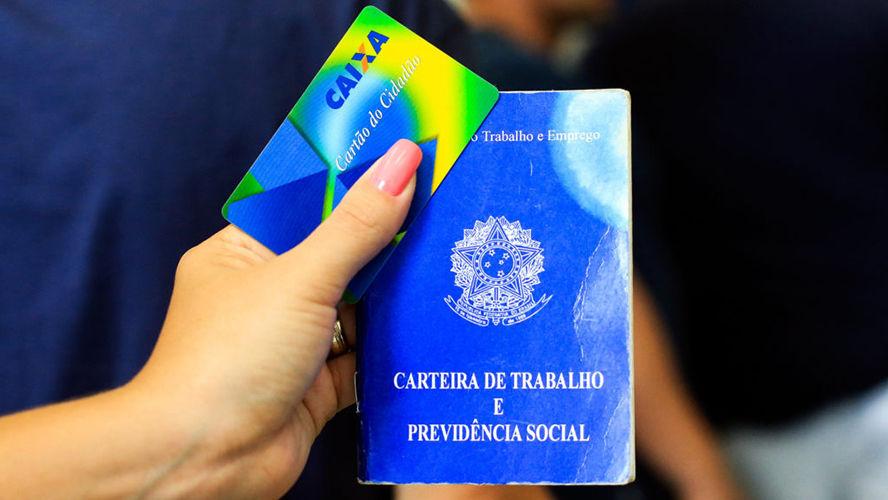 Bolsonaro busca por popularidade e programa social pode ajudar.