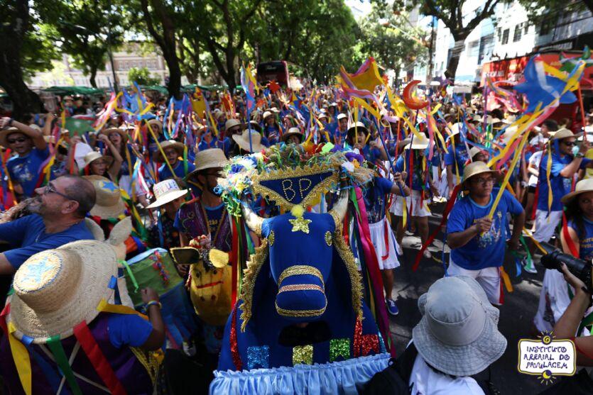 Arrastão colore as ruas de Belém em junho