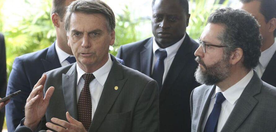 O agora ex-ministro Ernesto Araújo se diz angustiado e inconformado com as mudanças de rumo tomadas por Jair Bolsonaro