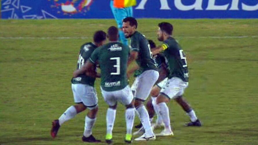 Imagem ilustrativa da notícia: Paraense briga com companheiro do próprio time; assista!