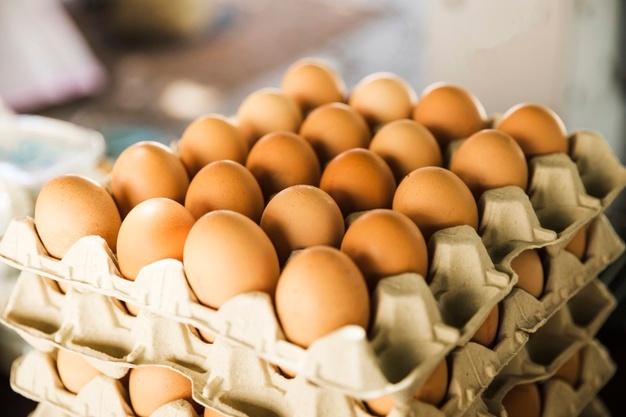 Com mais de 50 nutrientes, o ovo fornece proteínas, aminoácidos, lipídeos, minerais, além de boa parte das vitaminas de que o nosso corpo necessita