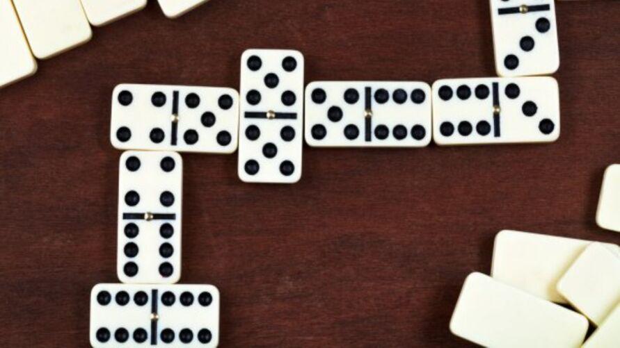 A peça de dominó tinha 1,5 cm