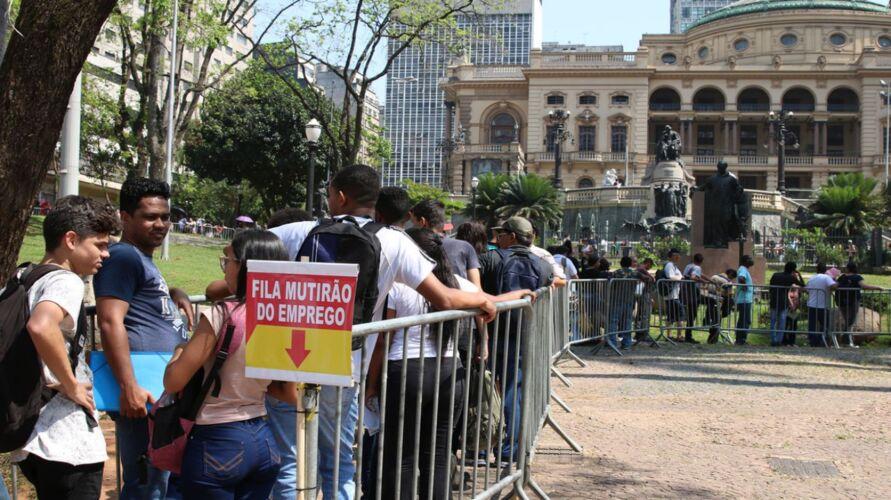 Imagem ilustrativa da notícia: Desemprego bate recorde no Brasil e atinge 14,8 milhões
