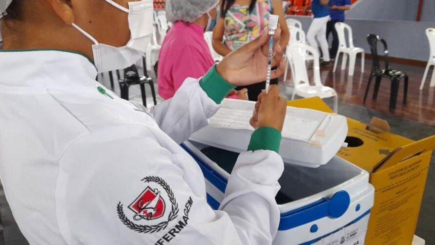Até o próximo domingo (10), também foi definida a imunização de todas as pessoas com 50 anos ou mais