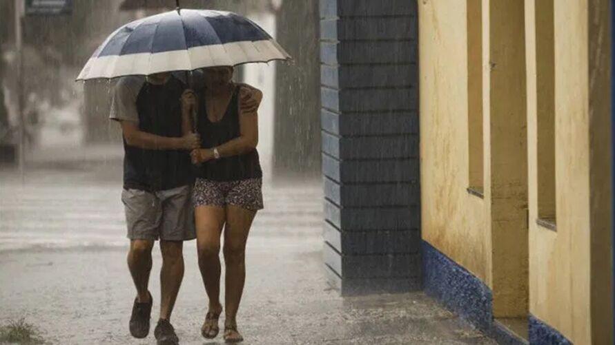 Cuidados devem ser reforçados em dias de chuva, para evitar acidentes graves ou até fatais.